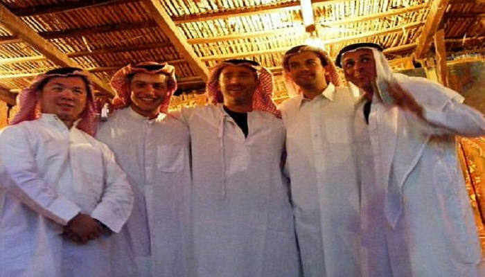 desert-safari-offers-dubai-arabic-traditional-dress-costumes