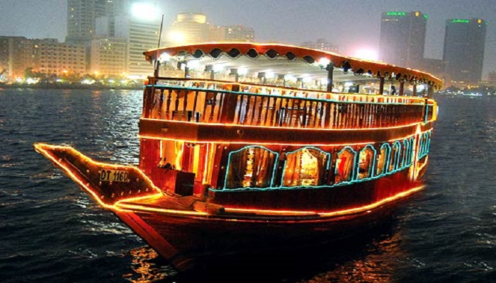 dhow-cruise-dinner-in-dubai-creek